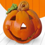 Tovább a műfenyőkhöz, halloween tökökhöz, húsvéti nyuszikhoz illetve a temetői mécsesekhez.